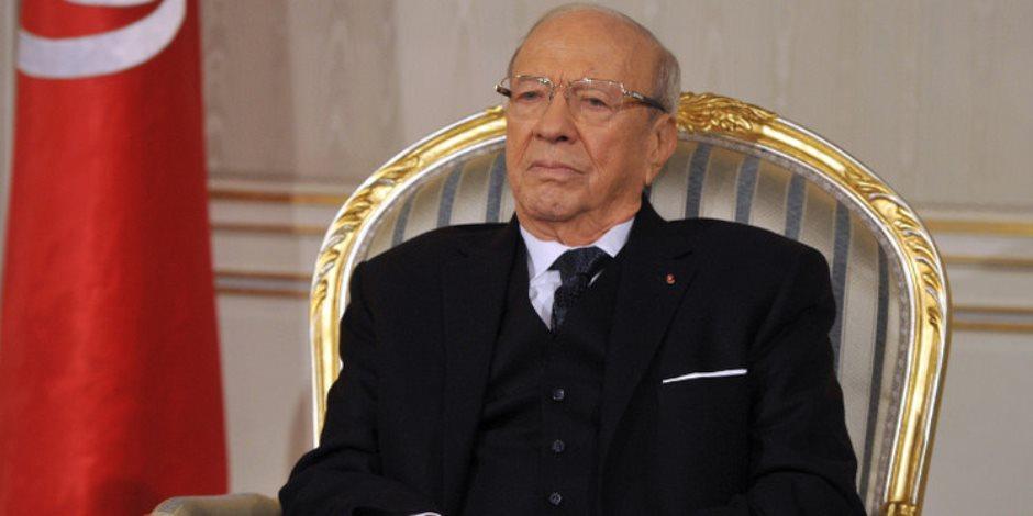 السبسي يبحث مع رئيس حكومته نتائج زيارته للقاهرة