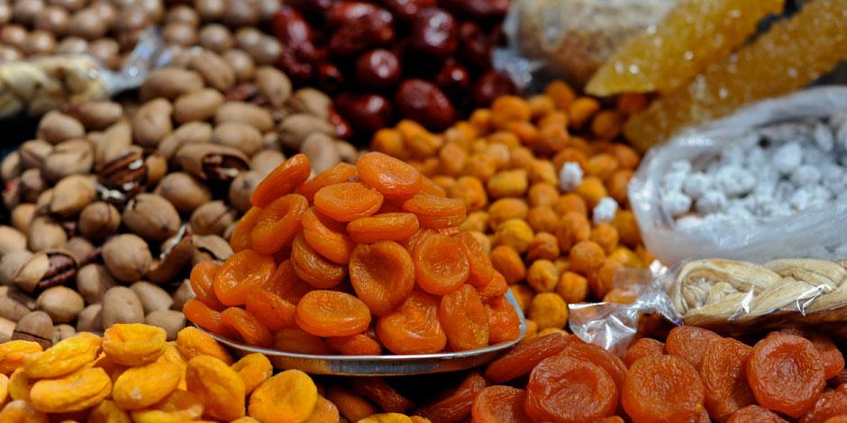 أهلا رمضان.. تناول المكسرات وخصوصا عين الجمل يخفض الكوليسترول الضار ويحسن صحة القلب