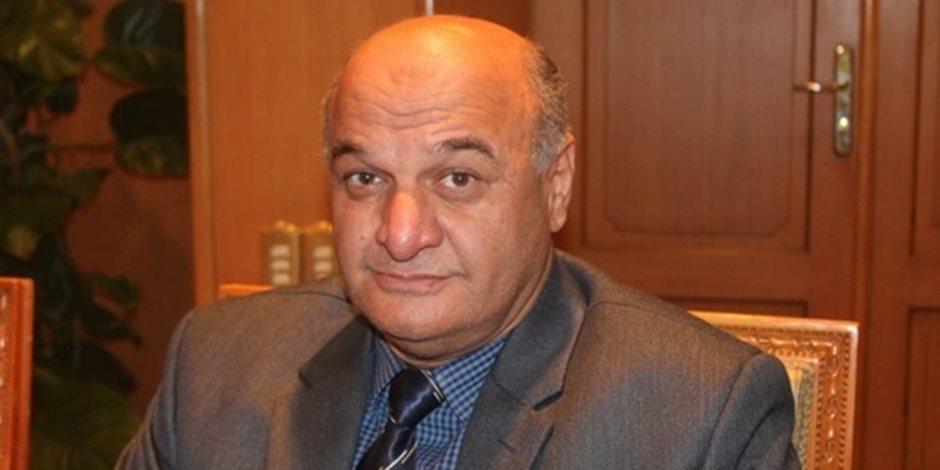 نائب يطالب بمصادرة أموال التجار المحتكرين