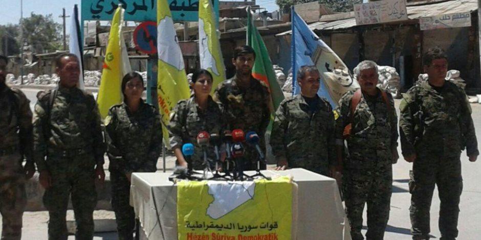 مقاتلون سوريون يسلمون معبرا حدوديا للحكومة الموالية للمعارضة