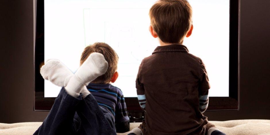حيل بسيطة لعدم إفراط أولادك في مشاهدة التليفزيون .. وضع خطة وتحديد الوقت