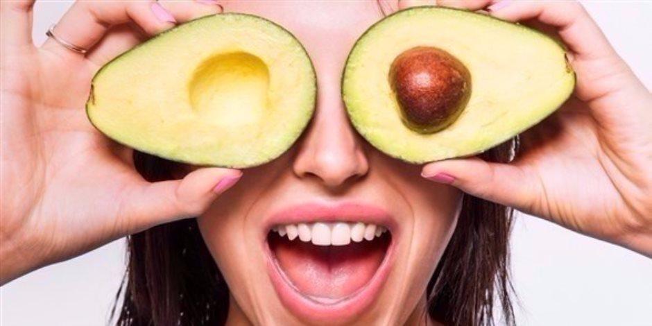 4 فواكه مهمة لترطيب بشرتك.. البطيخ والأفوكادو الأكثر فاعلية