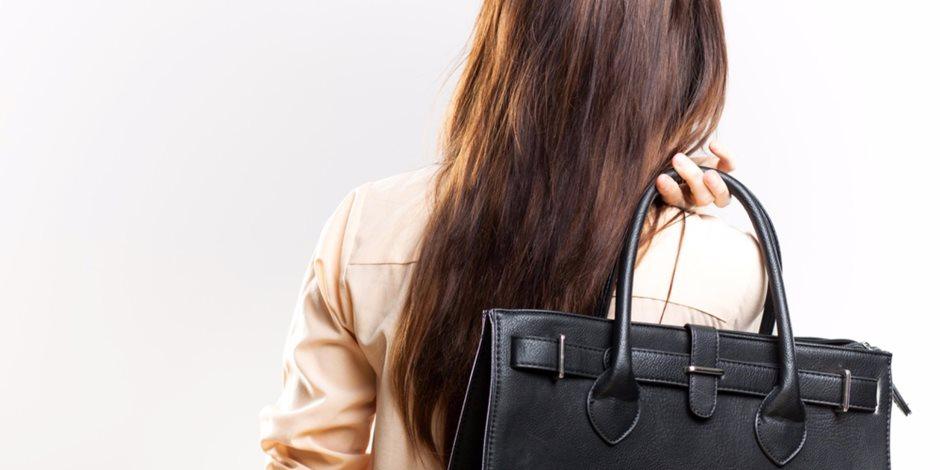 نضفي شنطتك يا مدام.. احذري حقيبتك الشخصية قد تصيبك بالأمراض الجلدية