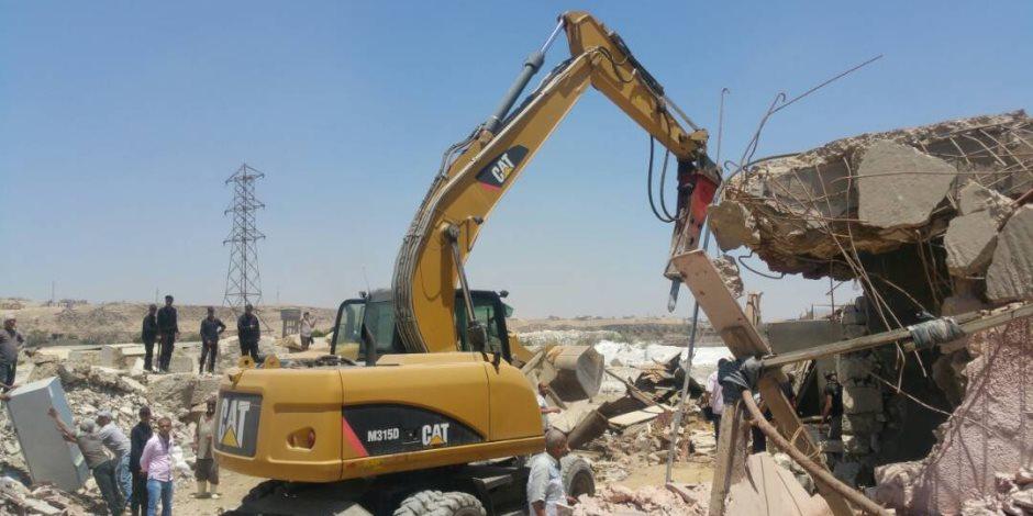 التنمية المحلية: استمرار إزالة العقارات المخالفة بحي دار السلام