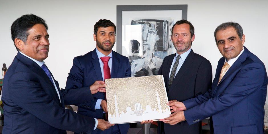 إهداء 200 كتاب من إصدارات أبوظبي لمعهد العالم العربي في باريس