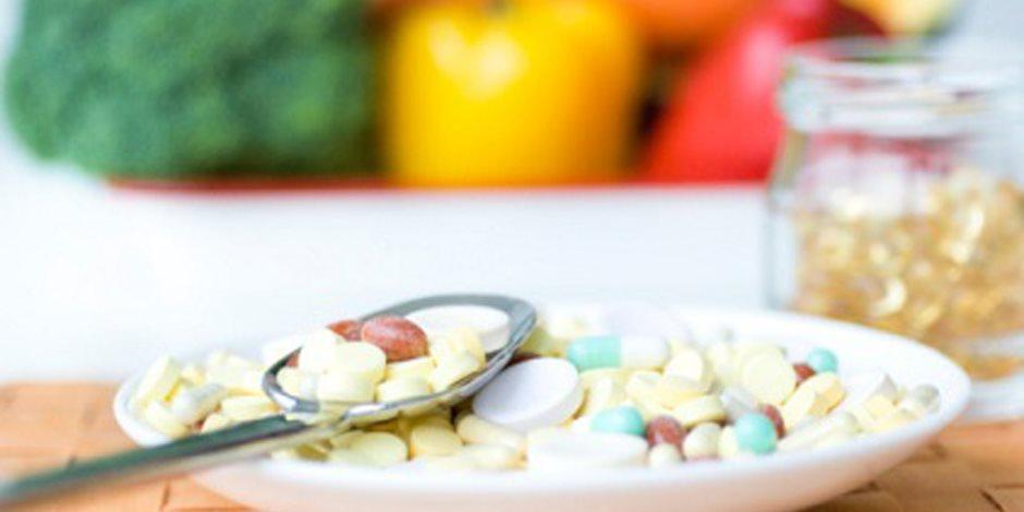 همسة في أذن الشباب.. المكملات الغذائية كذبة كبيرة تضر الجسم وتؤثر على صحة الكبد