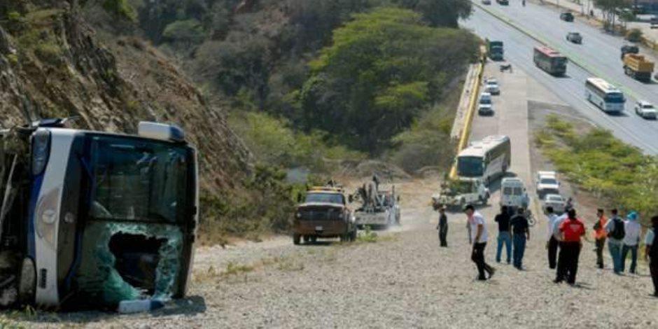 النيابة تباشر التحقيقات في حادث انقلاب أتوبيس مطروح وتصرح بدفن الجثتين