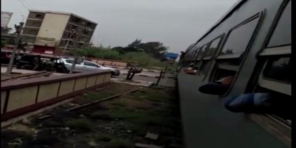 توقف قطار المحافظات بين كفر الزيات وطنطا (فيديو)