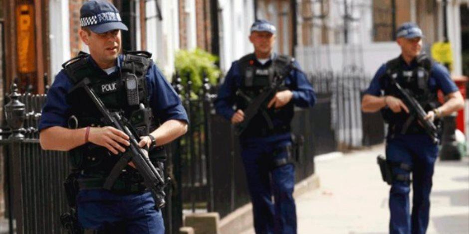 شرطة بريطانيا تعتقل رجلا قرب البرلمان للاشتباه في حيازته سكينا