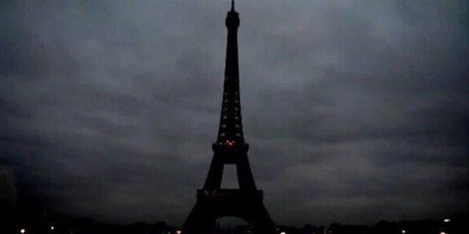 فرنسا تدين اعتداء كابول وتطفئ برج إيفل تكريما للضحايا
