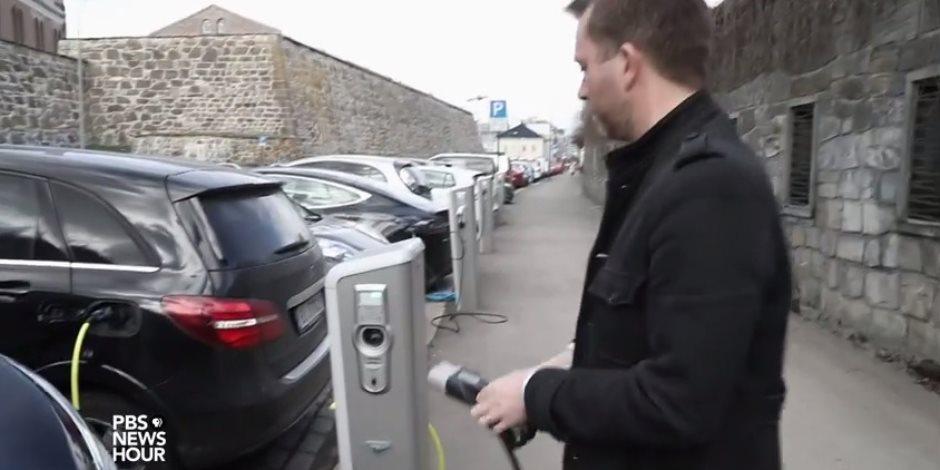 لتلك الأسباب تتمتع السيارات الكهربية بشعبية طاغية في النرويج (فيديو)