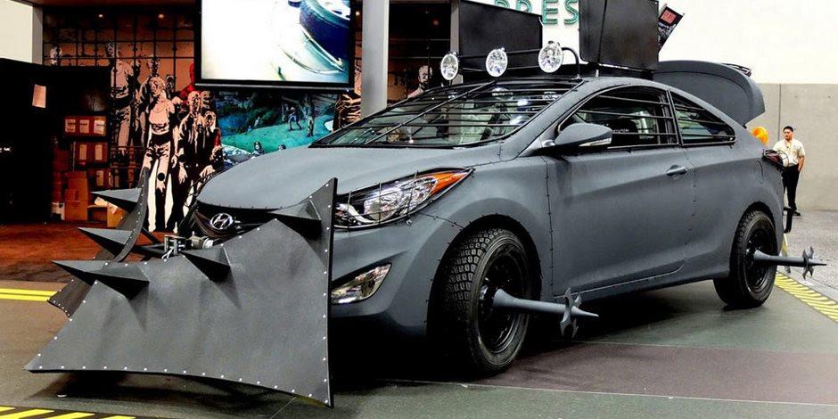 سيارة غريبة في فيلم تجريبي