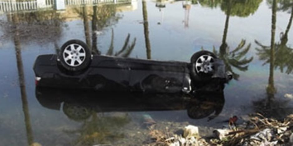 مصرع طفلة وإصابة 7 أشخاص في حادث سقوط سيارتين بترعة قنا