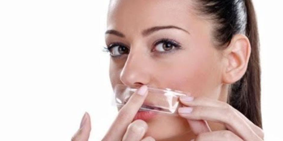 طرق طبيعية للتخلص من الخطوط الرفيعة حول الفم  ..زيت جوز الهند وزيت الخروع