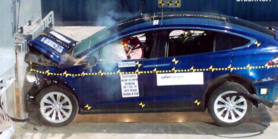 اختبار التصادم لتيسلا موديل X الكهربية (فيديو)