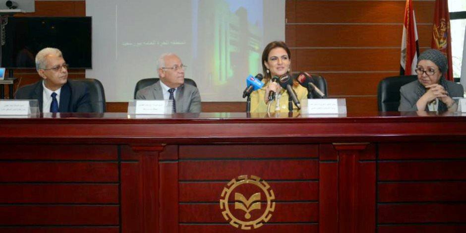 سحر نصر  تبحث مع محافظ بورسعيد زيادة الاستثمارات بالمحافظة (صور)