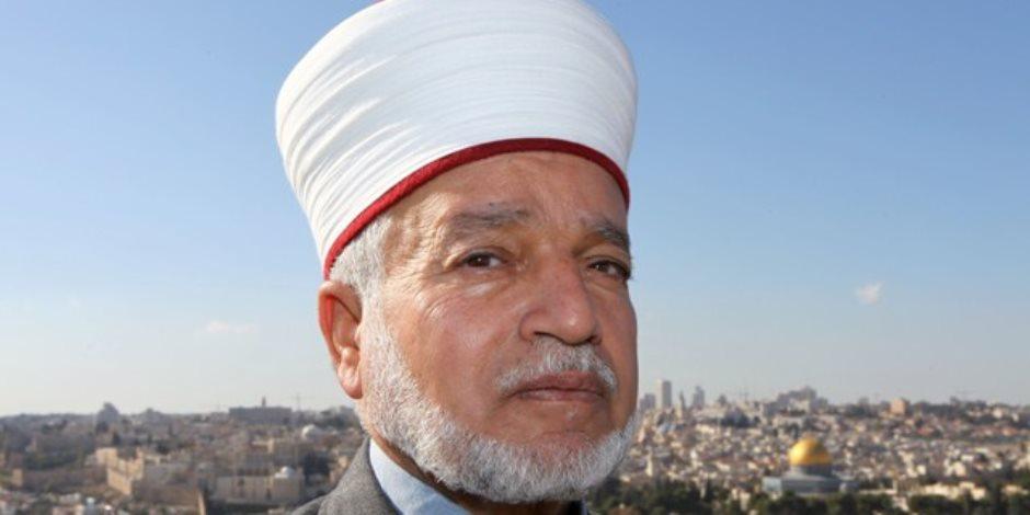 منع خطيب المسجد الأقصى من السفر  لمدة شهر بعد احتجازه ساعتين