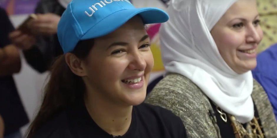 دنيا سمير غانم تزور مركز للأطفال السوريين بـ6 أكتوبر (فيديو)