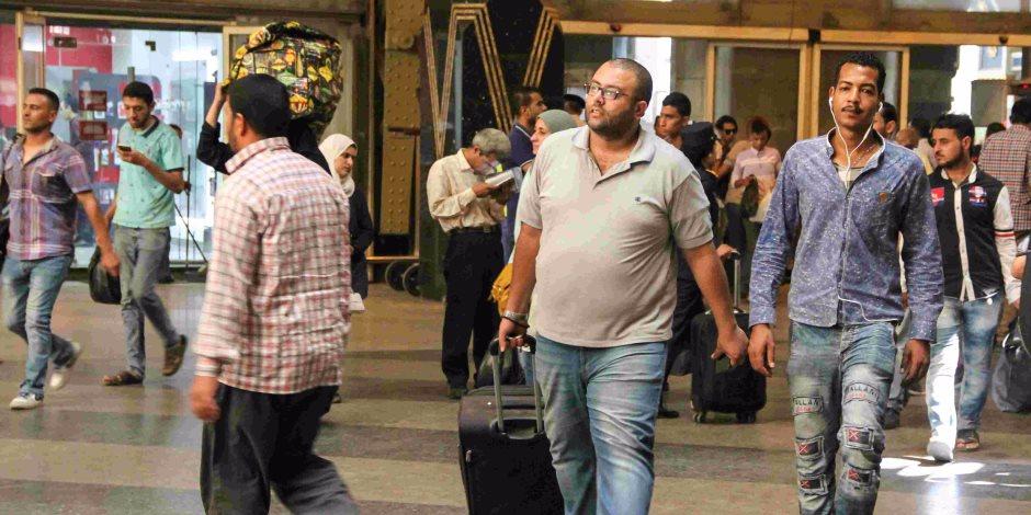 «مصر بتفضى».. زحام شديد على محطة مصر قبل العيد (صور)