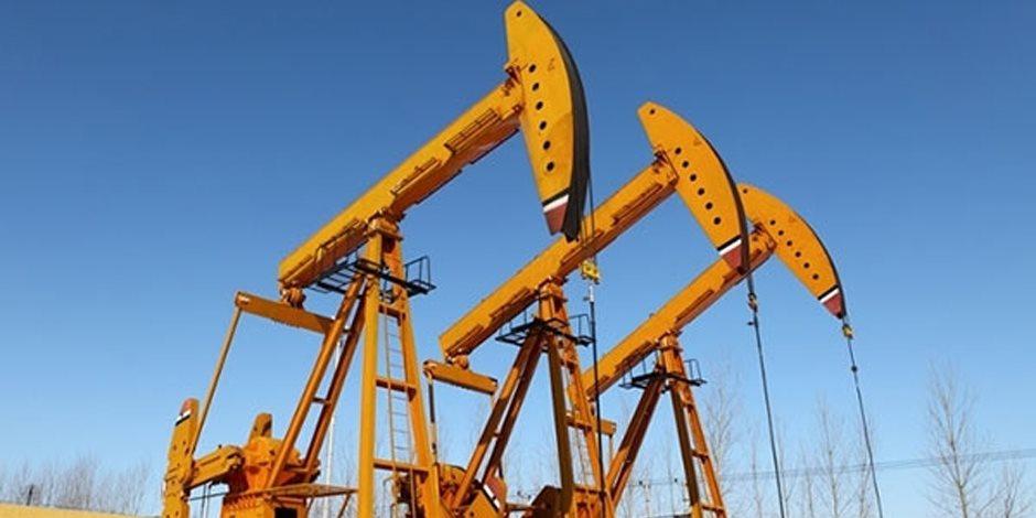 النفط يتراجع بفعل تأثير زيادة الإمدادات الأمريكية