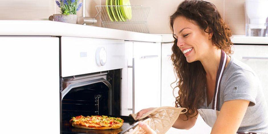 تجنبا للجروح والحروق أثناء الطبخ اتبعي 10 نصائح