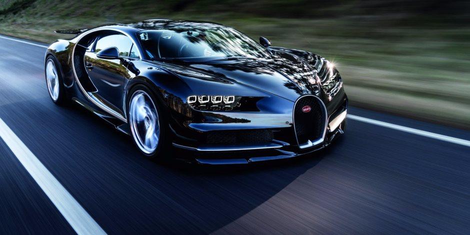 خبير سيارات: سرعة بوجاتي شيرون تصل إلى 450 كم / ساعة