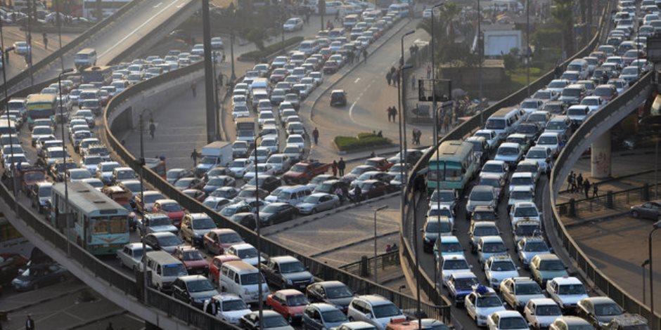 النشرة المرورية.. انتظام في حركة السير وكثافات أمام جامعة عين شمس
