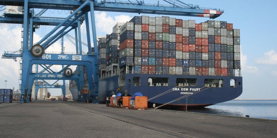 ميناء دمياط يستقبل 9 سفن حاويات وبضائع في 24 ساعة
