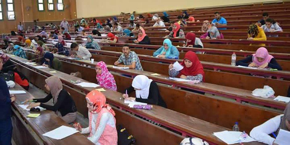 4177 طالبا وطالبة يؤدون امتحانات الفصل الدراسي الثاني بحقوق سوهاج