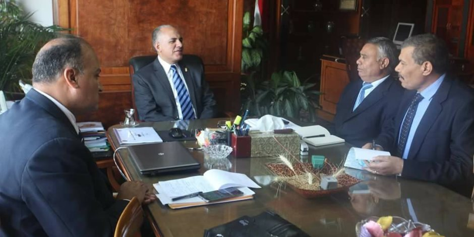وزير الري يناقش آخر مستجدات قانون الري والإزالات على نهر النيل