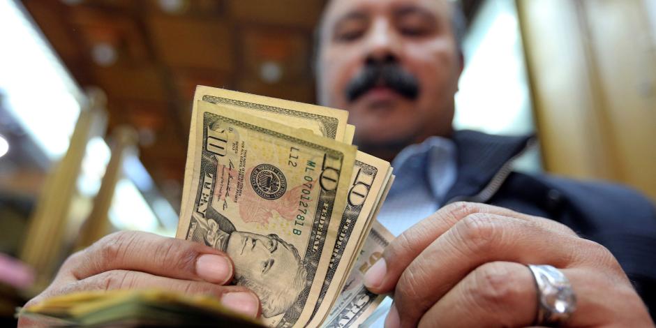 الدولار يسجل 17.6 جنيه في تعاملات الخميس