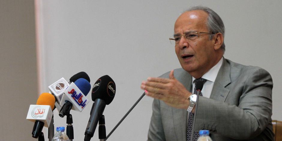 الحكومة: وزارة الصناعة تقدمت بمقترح لترخيص السيارات الـ7 راكب بالمحافظات