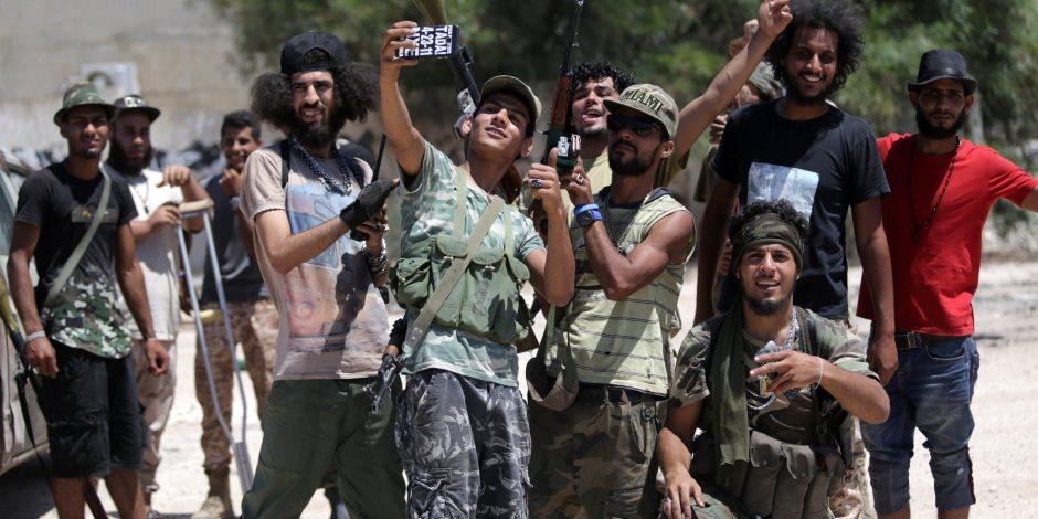 البحث عن مخرج من الأزمة الليبية.. حفتر والسراج يتفقان على إجراء انتخابات عامة