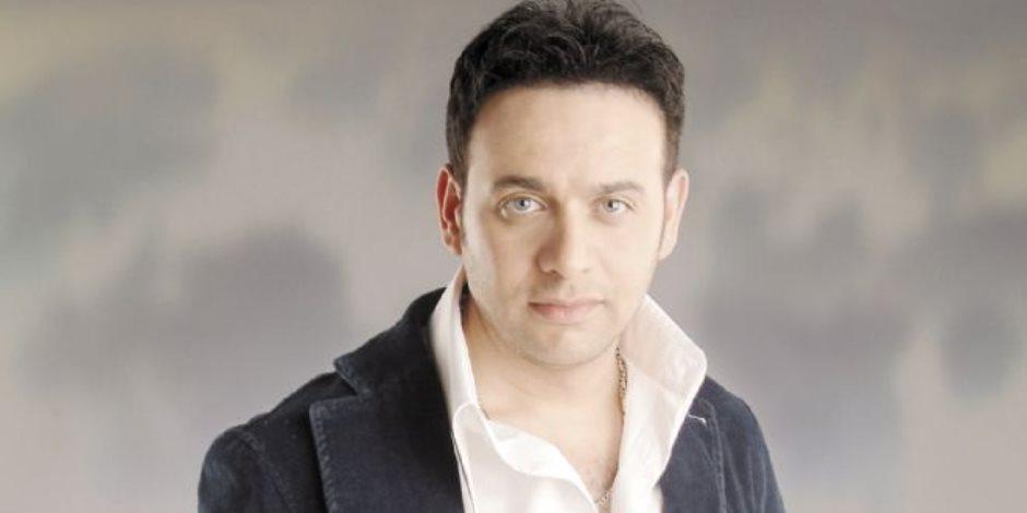 مصطفى قمر يستأنف برنامجه الإذاعي «هما كلمتين» في السابعة مساء اليوم