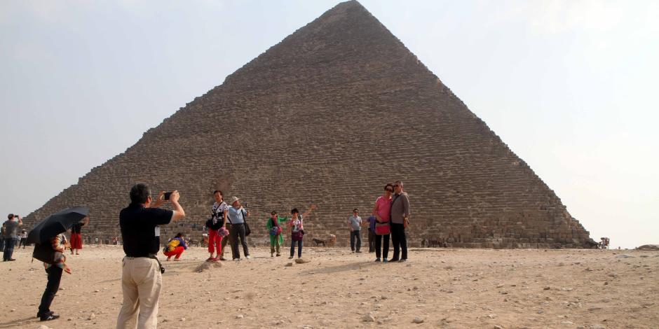 الآثار:أكثر من 16 ألف مصري وأجنبي زاروا الأهرامات يوم شم النسيم