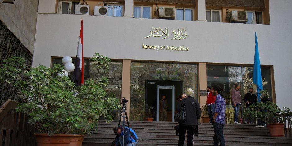 غدا.. وزارة الآثار تسلم قطع أثرية عراقية وصينية في حفل بالمتحف المصرى