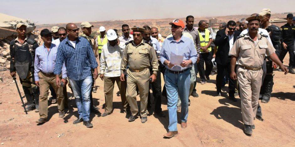 فريق GIS بأسوان يمسح 26 ألف متر من أراضي الدولة بعد استردادها (صور)
