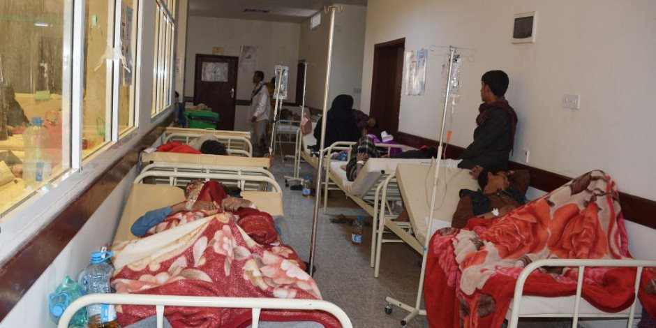 الصليب الأحمر يعلن احتمالية إصابة 700 ألف شخص بالكوليرا فى اليمن
