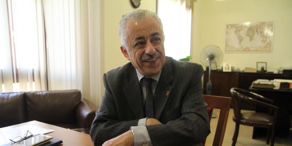 «مواطنون ضد الغلاء» تطالب وزير التربية والتعليم بتوحيد الزي المدرسي