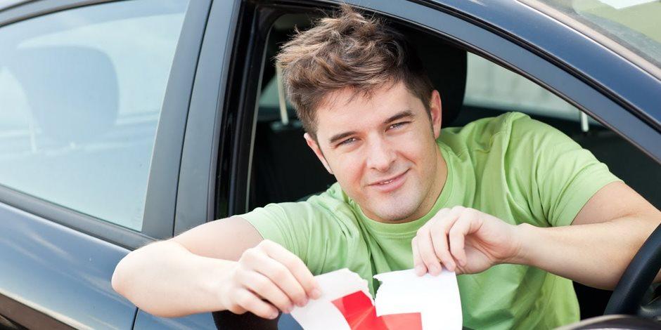 انخفاض أعداد الشباب المتقدم للحصول على تراخيص قيادة في بريطانيا