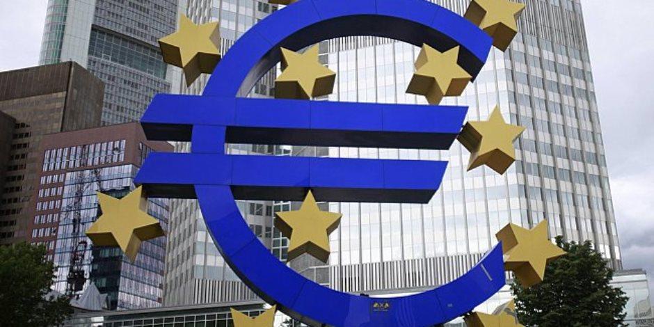 اليورو قرب أقل مستوى 3 أشهر ونصف والدولار يعزز مكاسبه