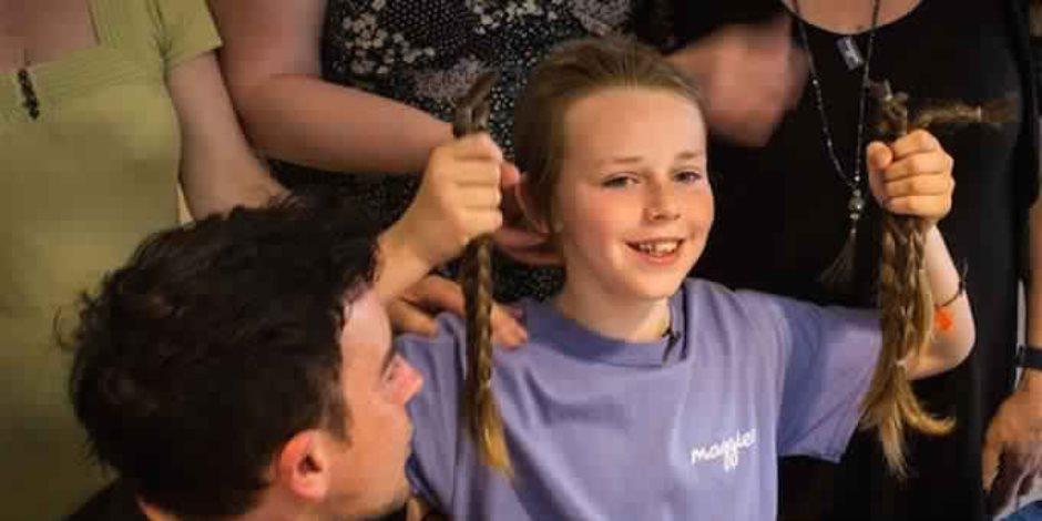 جوشوا قرر منح شعره الطويل لصغيرة مصابة بالسرطان حتى لا تشعر بمعاناة المرض