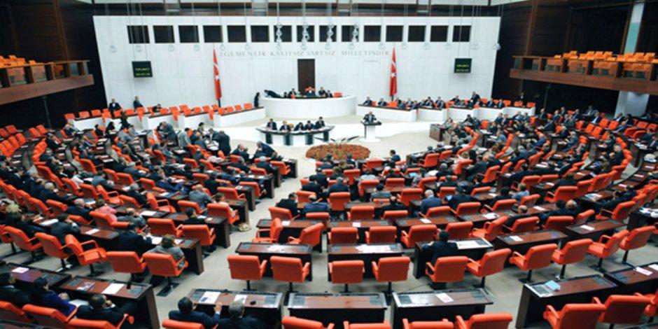 البرلمان التركي يمرر قانون للانتخابات يفتح الباب للتزوير