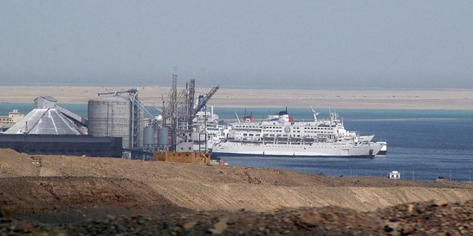 وصول 997 طن أنابيب لميناء سفاجا قادمة من سنغافورة