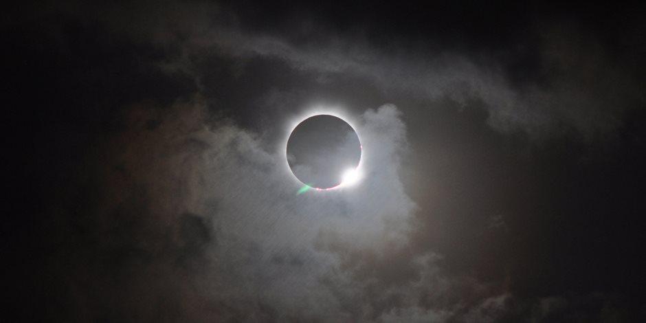 متع عينك بجمال الطبيعة.. صور التقطت أثناء لحظات خسوف القمر فى سماء العالم
