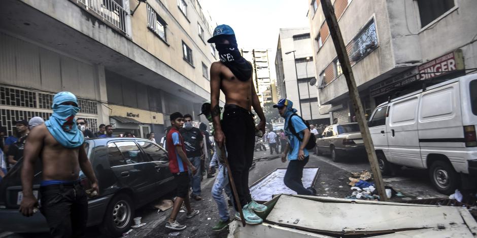 يوم صعب على الرئيس الفنزويلي..إحباط انتفاضة عسكرية ضد نيكولاس مادورو