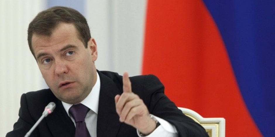رئيس الوزراء الروسي يوجه الحكومة لصياغة رد على العقوبات الأمريكية