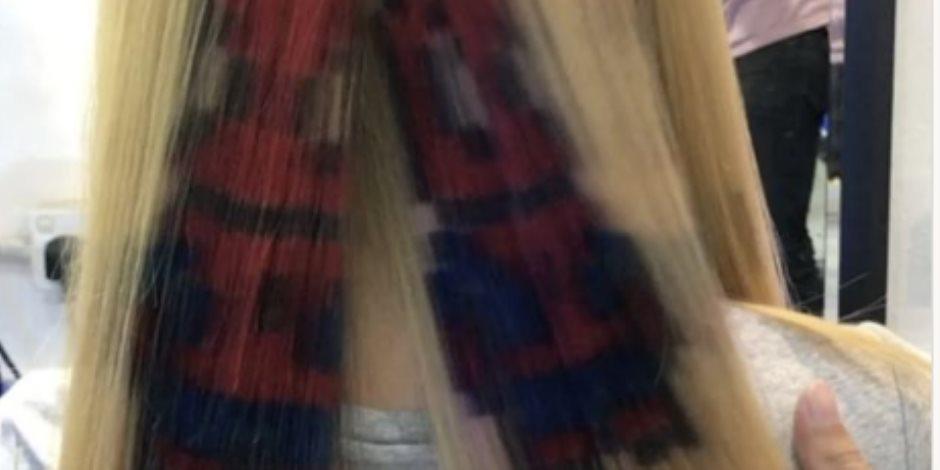 """مصفف شعر عالمي يستخدم الصبغة لرسم شخصية """"سبايدر مان """" على شعر فتاة"""