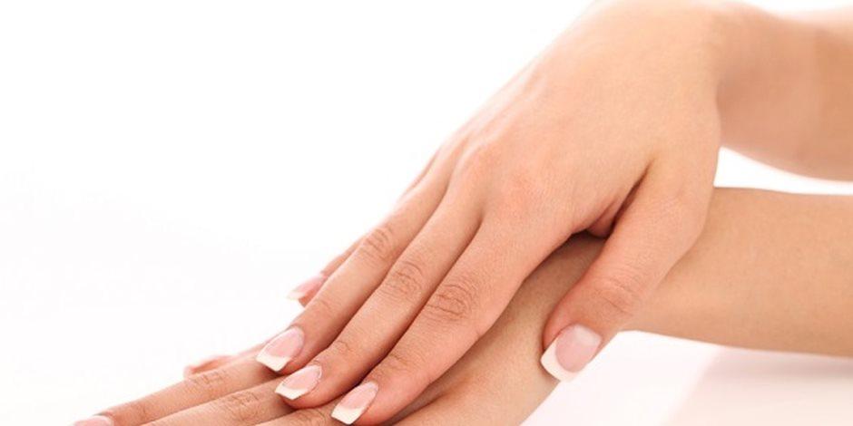يعالج الحروق الخفيفة ويرطب اليدين.. أبرز فوائد الفازلين للبشرة