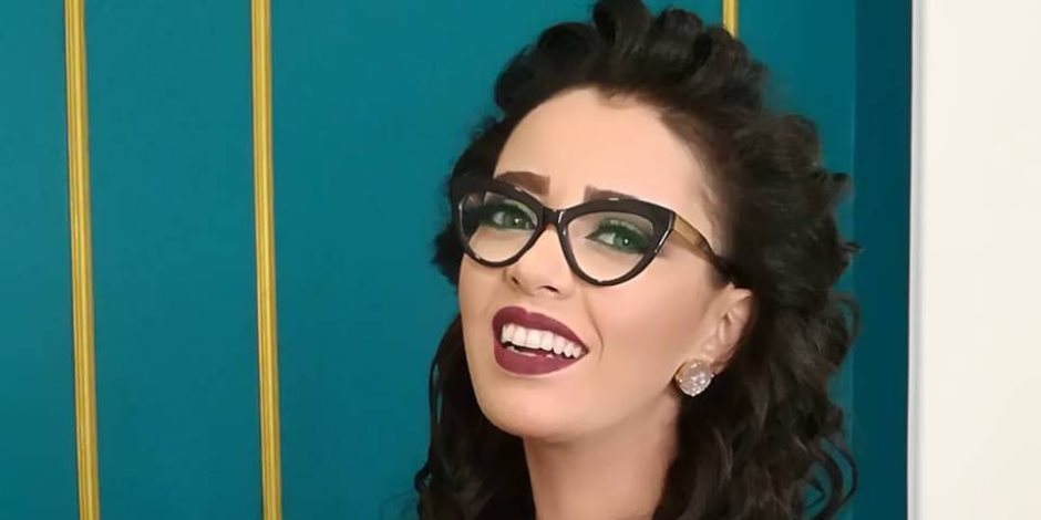 """خبيرة التجميل """"شيماء يوسف"""" تقدم نصائح للحصول على مكياج بسيط في 5 دقائق"""